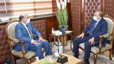صورة وزير التنمية المحلية يتابع مع محافظ أسوان معدلات تنفيذ مشروعات تطوير الريف المصرى ضمن مبادرة حياة كريمة