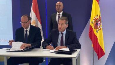 صورة النقل يشهد توقيع مذكرة تفاهم بين الهيئة القومية لسكك حديد مصر وشركة تاليس الاسبانية العالمية