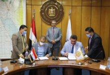 صورة سعفان  يشهد توقيع اتفاقية تسوية بين إحدي الشركات والعامة للكيماويات تحافظ علي نسبة الأرباح للعاملين