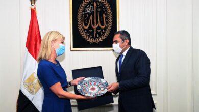 صورة نائب وزير الإسكان يلتقي وزيرة التجارة السويدية والسفير السويدي بالقاهرة لبحث التعاون المشترك بين الجانبين