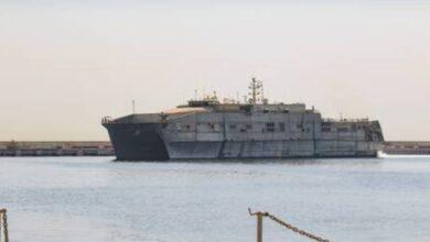 صورة سفينة الأسطول الخامس الأمريكى ترسو فى مرفأ بيروت