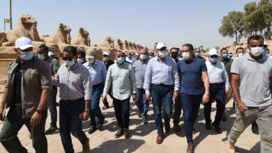 صورة رئيس الوزراء يتابع أعمال الترميم بمعبد الكرنك وطريق الكباش