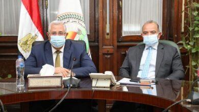 صورة وزير الزراعة يبحث مع رئيس البورصة سبل تطوير آليات تداول عدد من السلع الاستراتيجية من خلال البورصة السلعية