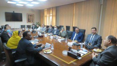صورة وزير المالية فى لقائه مع أمين عام ديوان الضرائب السودانية